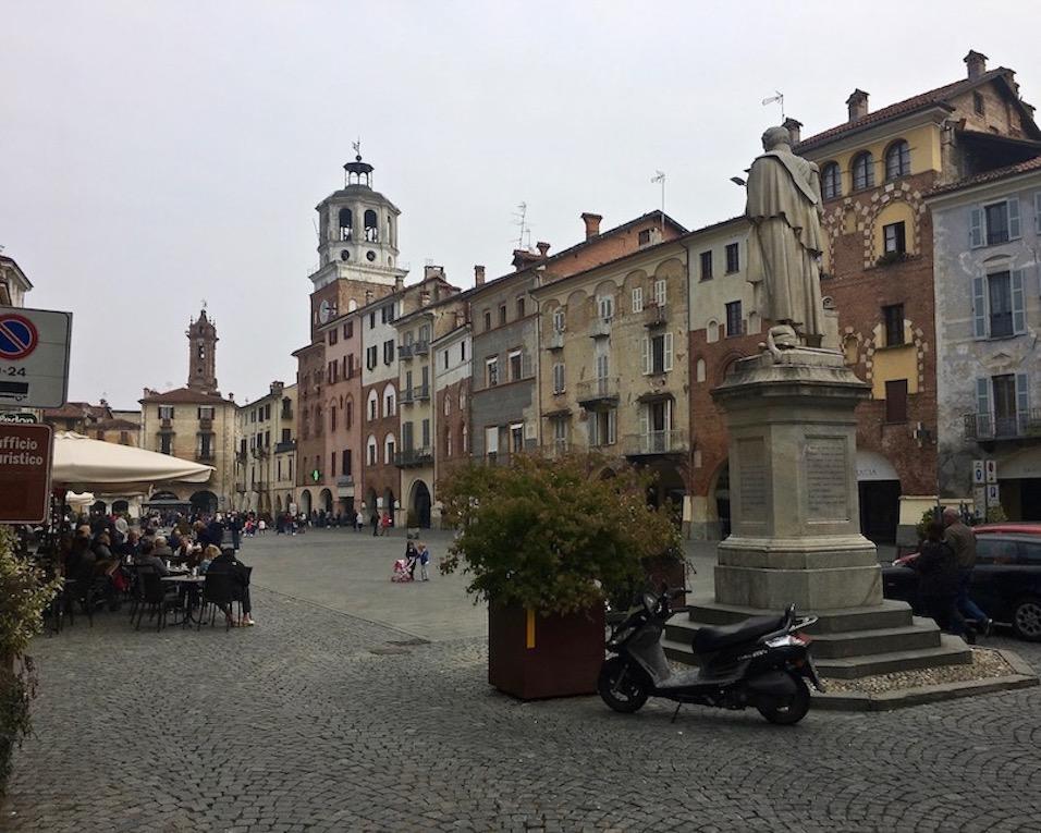 Piazza Santorre di Santarosa Savigliano Piemont Italien