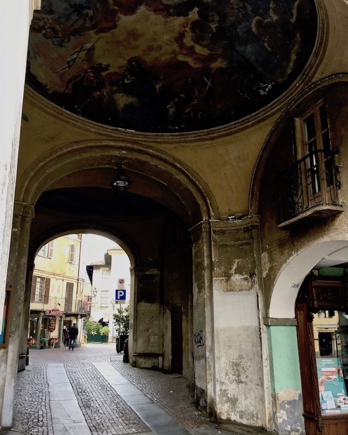 Porta Santa Maria Eingangstor zu Altstadt Saluzzo Piemont Italien