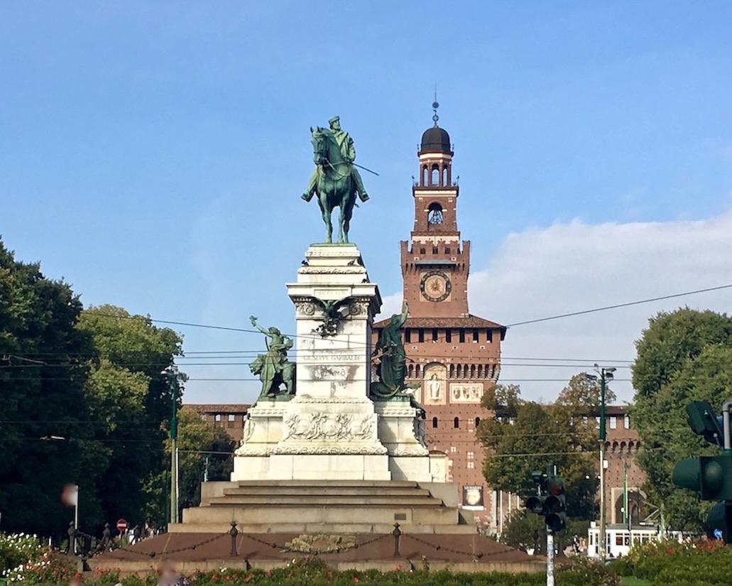 Reiterstandbild Giuseppe Garibaldi vor Castello Sforza Mailand Italien