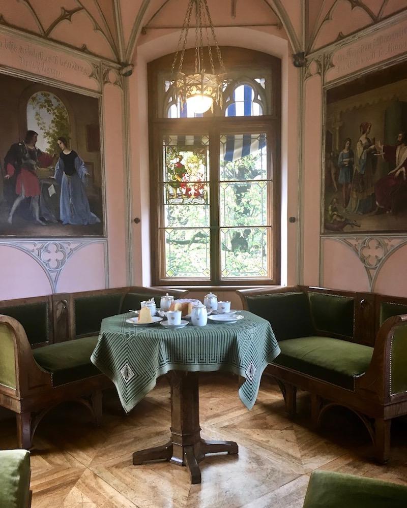 Schloss Hohenschwangau Kaffeezimmer im Erker Schwangau Deutschland