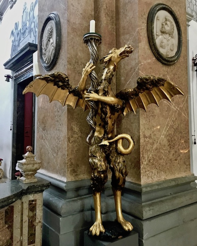 Stadtpfarrkirche St.Mang Drachenleuchter Füssen Deutschland