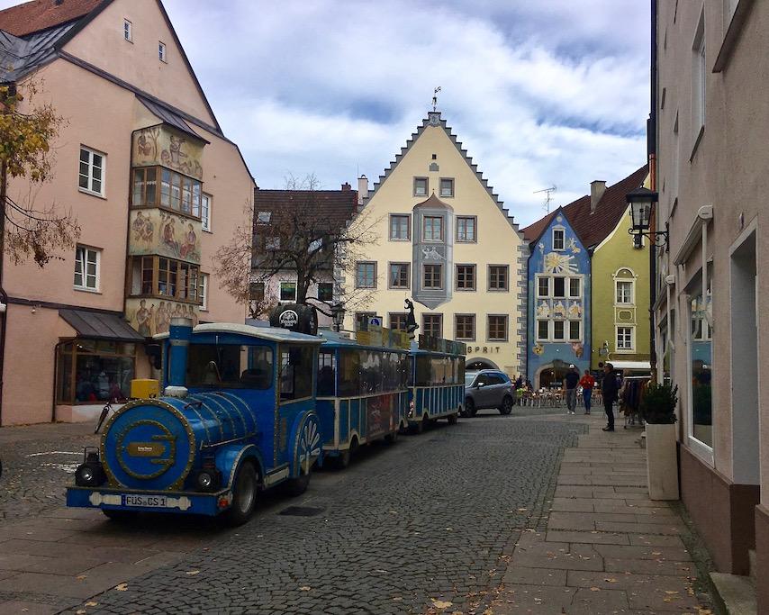 Stadtrundfahrt in Füssen im Allgäu Deutschland
