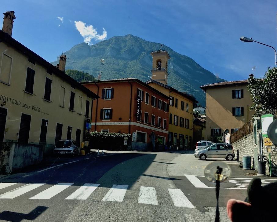 Steigung in der Ortsdurchfahrt von Croce hinter Menaggio