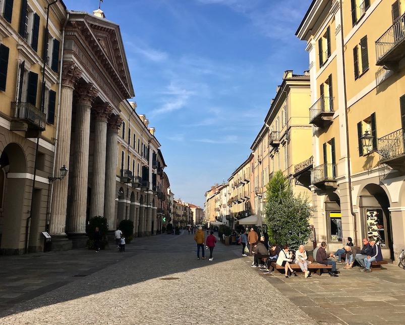 Via Roma Fußgängerzone Cuneo Italien
