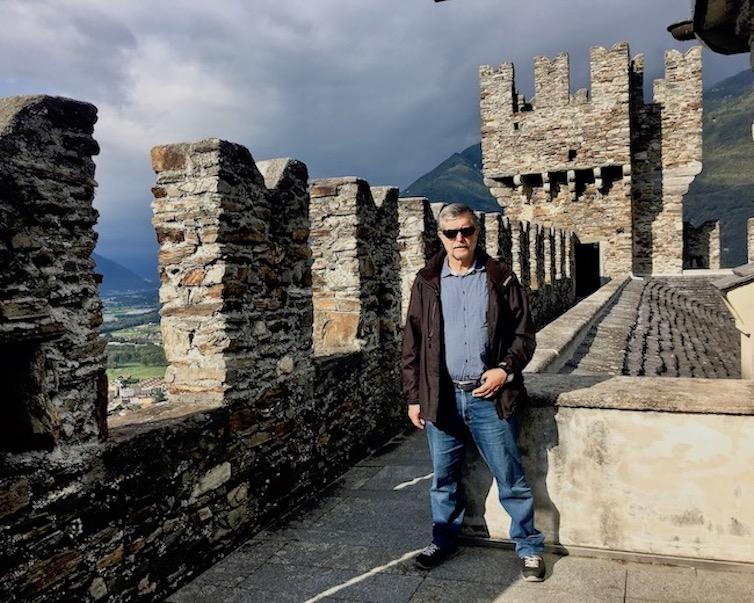 Bellinzona Historische-Altstadt Festungsanlagen UNESCO-Weltkulturerbe Tessin Schweiz Wachturm von Burg Sasso Corbaro Weltkulturerbe Bellinzona Schweiz