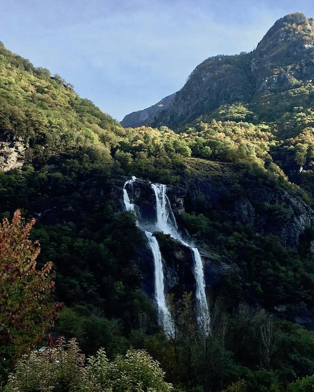 Wasserfall des Cascate dell'Acquafraggia bei Borgonuovo Italien