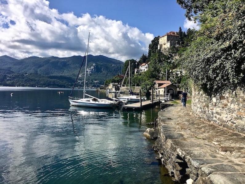 Orta San Giulio am Ortasee Piemont Italien Weg am Ufer des Ortasee Italien