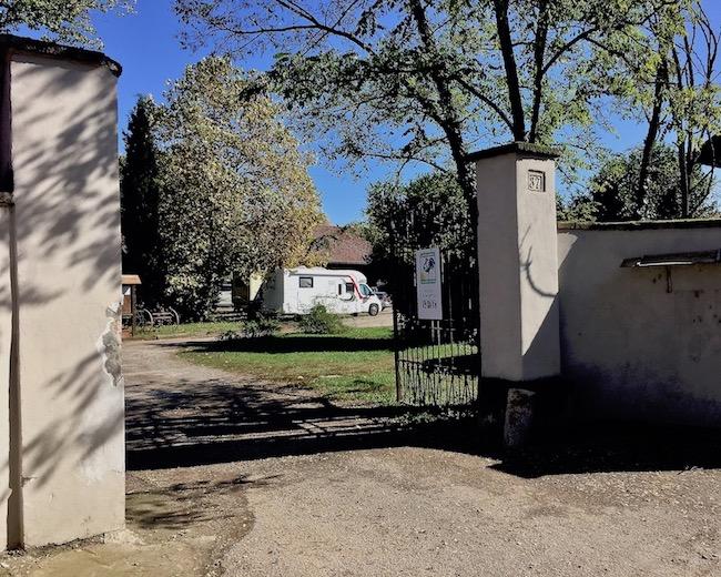 Wohnmobilstellplatz Podere Ronchetto dellla Rane Mailand Italien Hofeinfahrt für mole-on-tour
