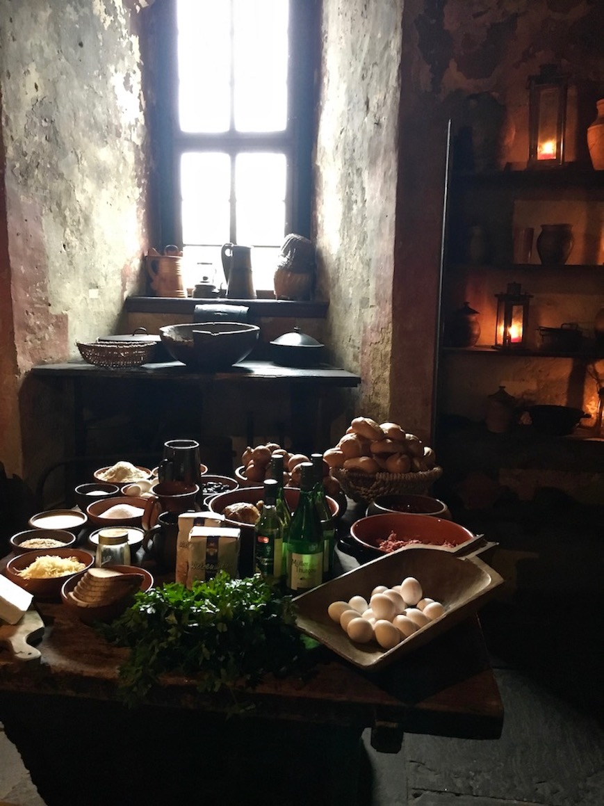 Burg Ronneburg Zutaten mittelalterlicher Kochkurs Deutschland