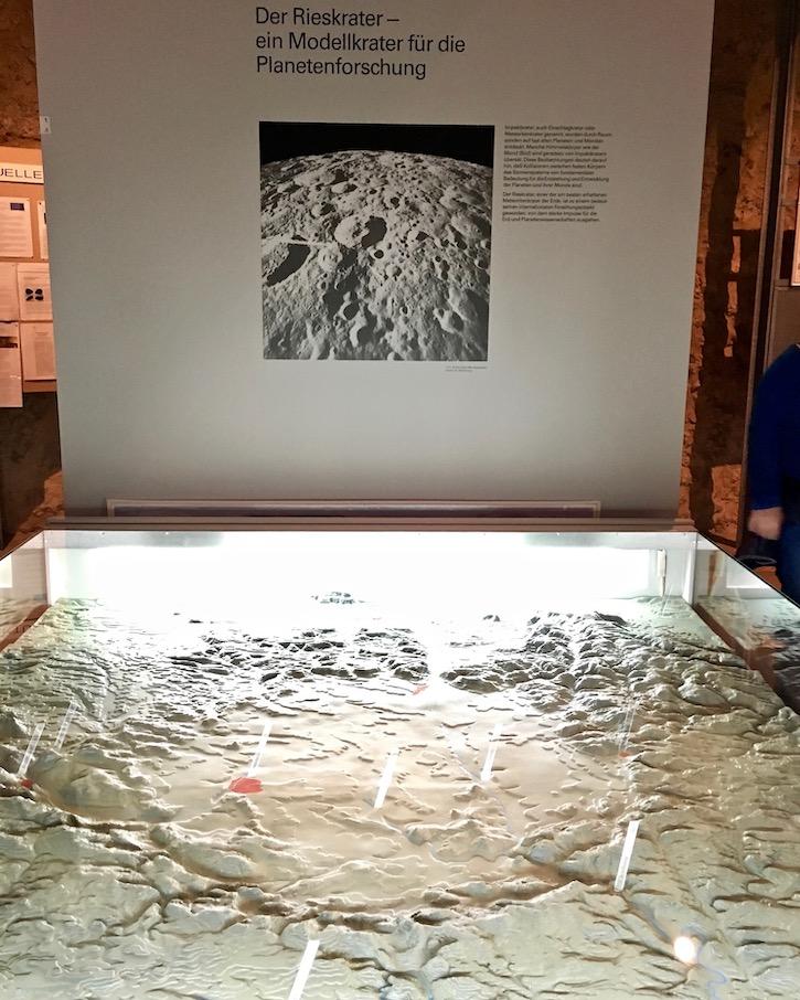 Modell des Ries-Krater im Museum Nördlingen Deutschland