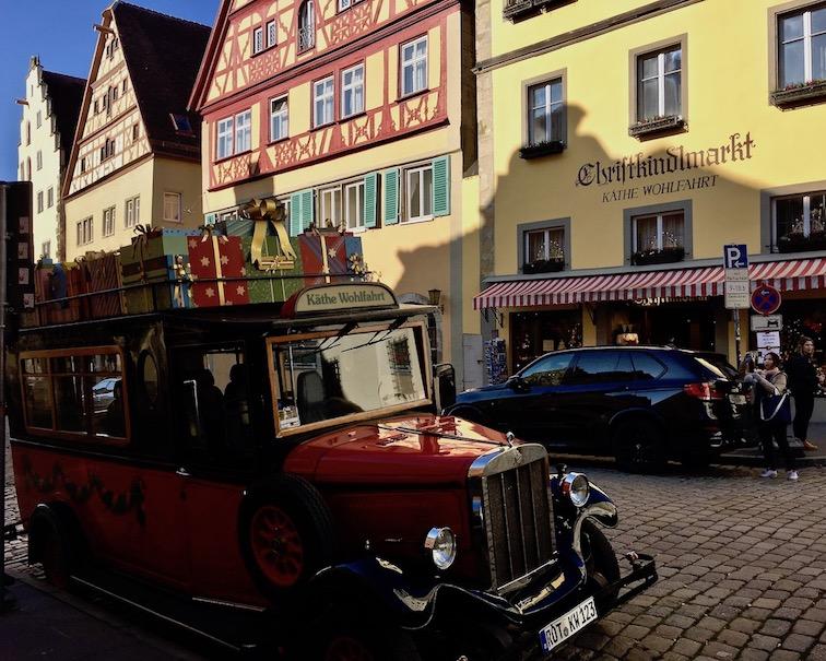 Vor dem Weihnachtsmuseum Rothenburg ob der Tauber Deutschland