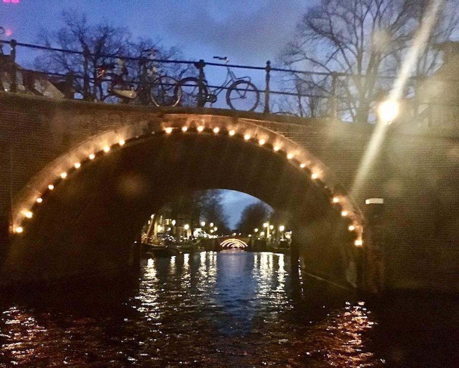 Amsterdam-by-night Der-sieben-Brückenblick Amsterdam Niederlande