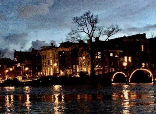 Amsterdam Sehenswürdigkeiten Highlights Amsterdamer Grachten am Abend Niederlande