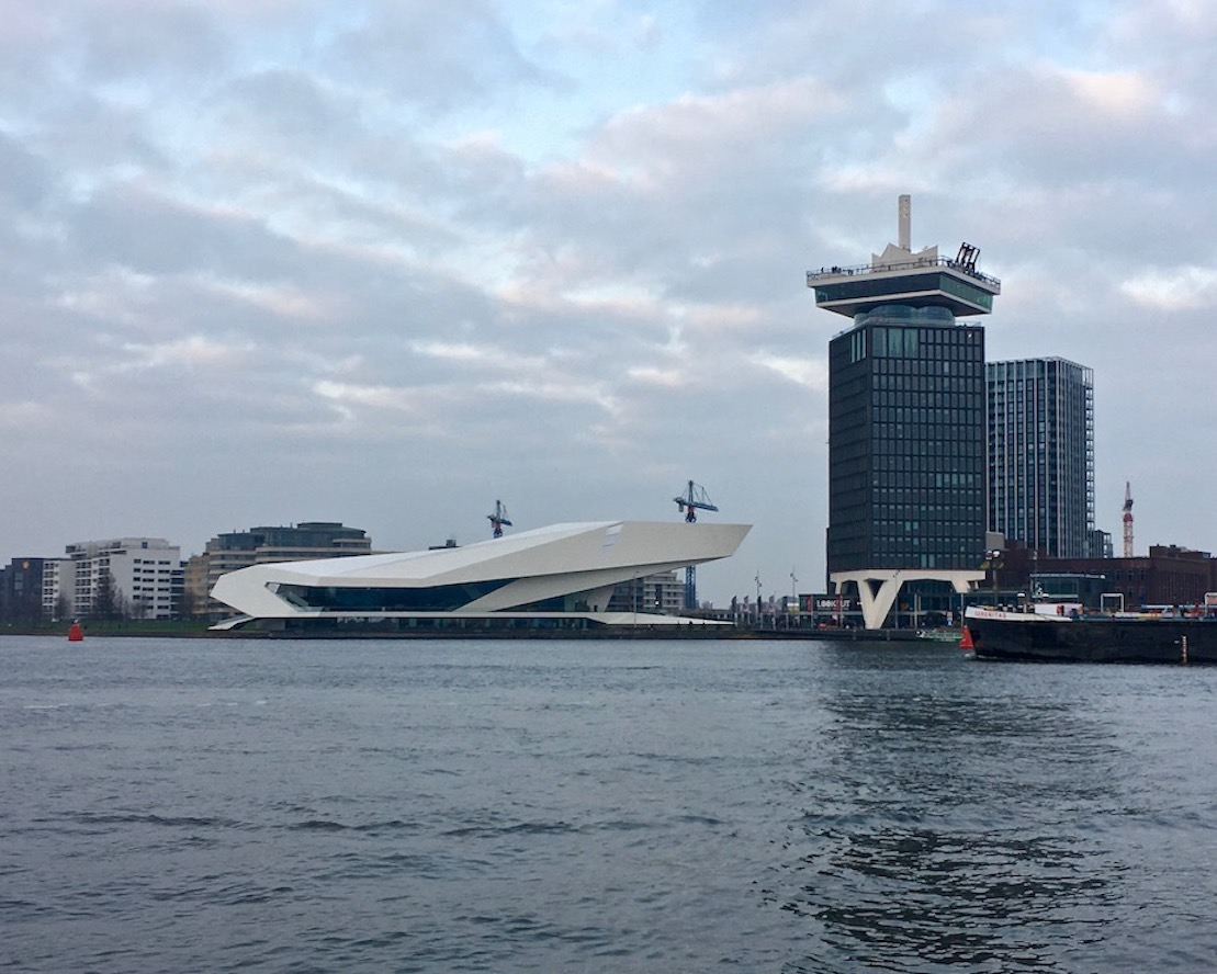 Eye-Filminstituut und A'DAM Lookout Aussichtsturm Amsterdam Niederlande