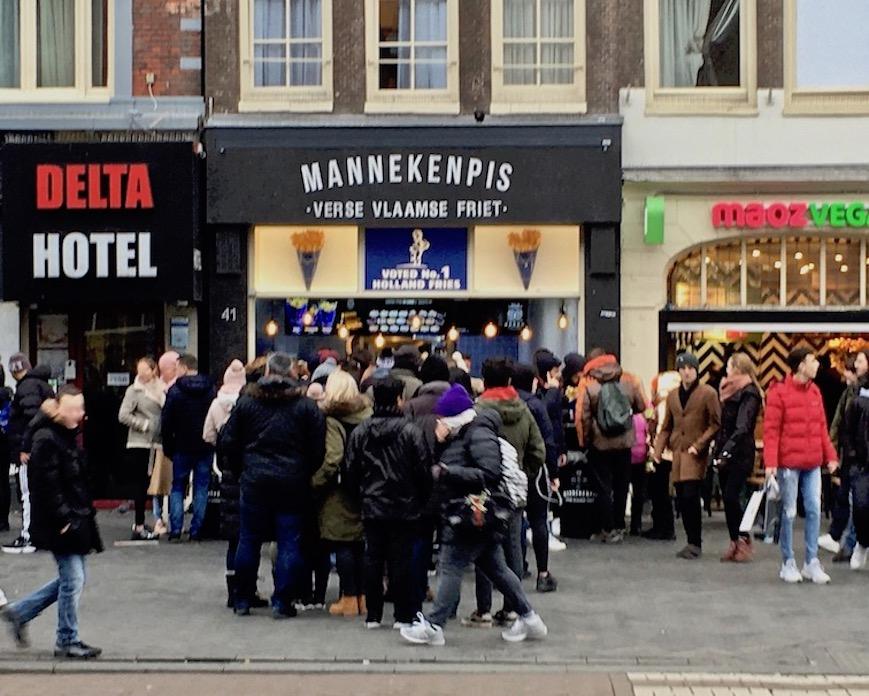 Fritten Pommes bei Mannekenpis Amsterdam Niederlande