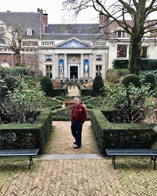 Hofgarten /Kanalgarten im Van-Loon-Museum Blick zum Kutscherhaus Amsterdam Niederlande