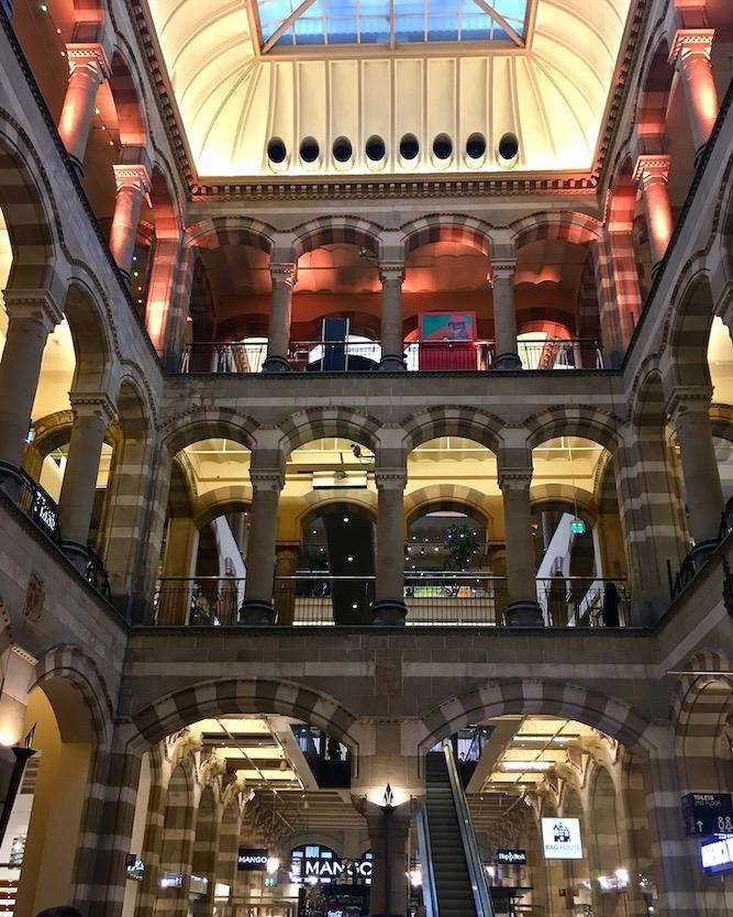 Magna Plaza Shopping-Center Innenraum Amsterdam Niederlande