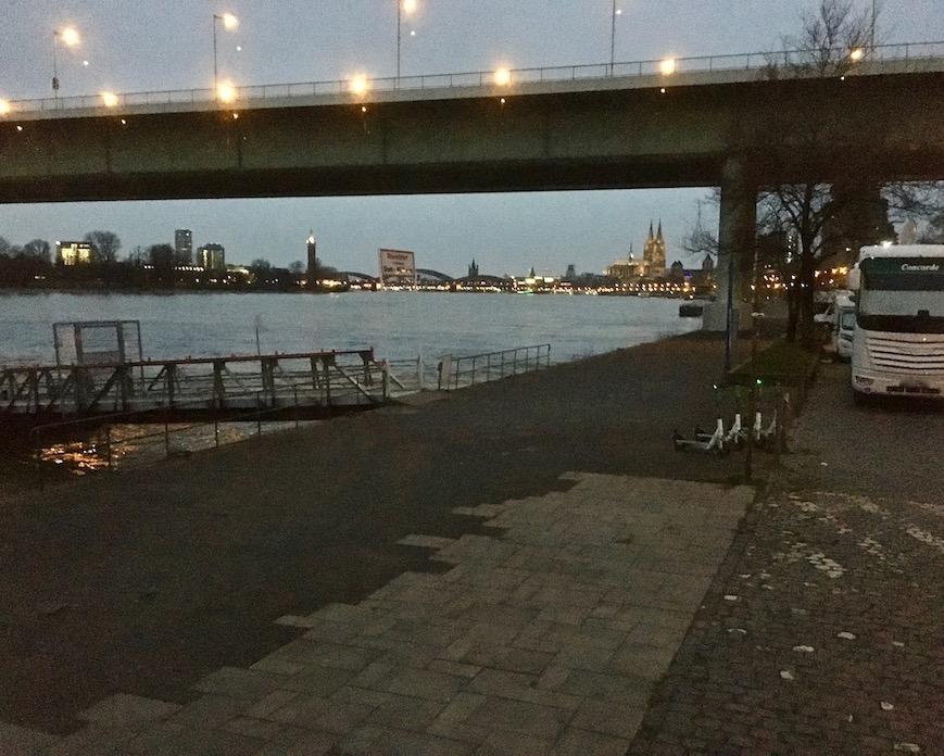 Rheinufer Köln Wohnmobil-Stellplatz für mole-on-tour