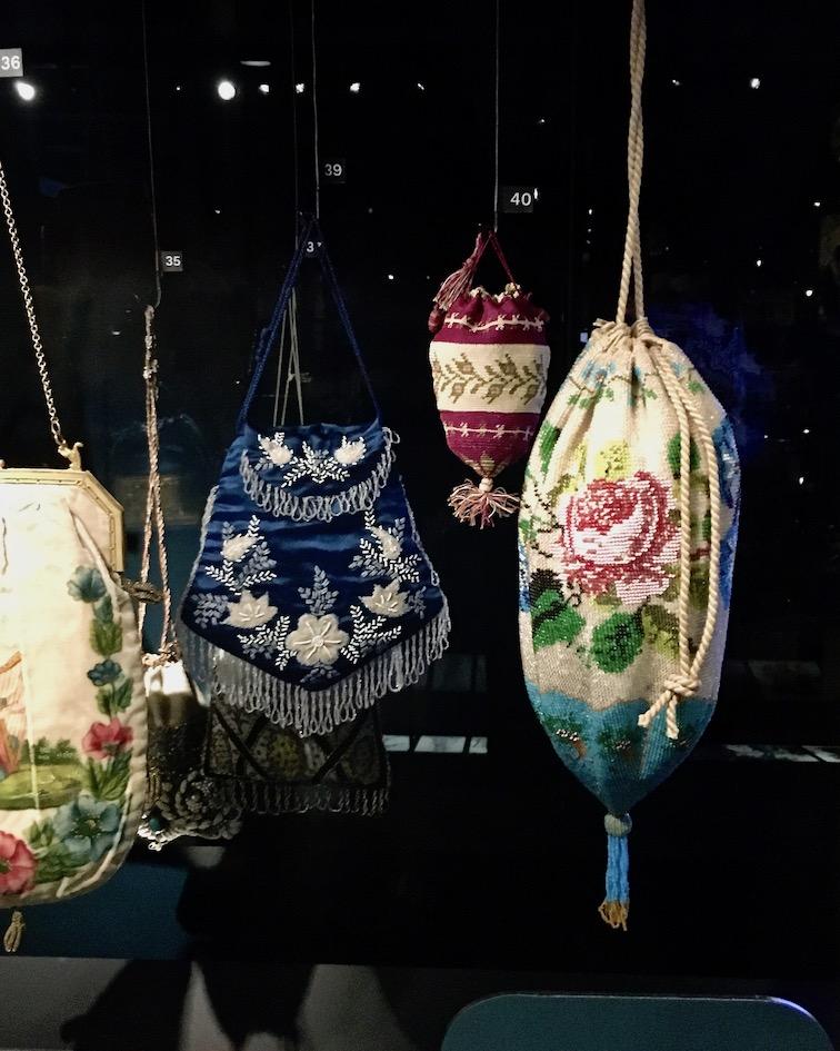 Tassenmuseum Hendrikje Beuteltaschen mit Perlen Amsterdam Niederlande