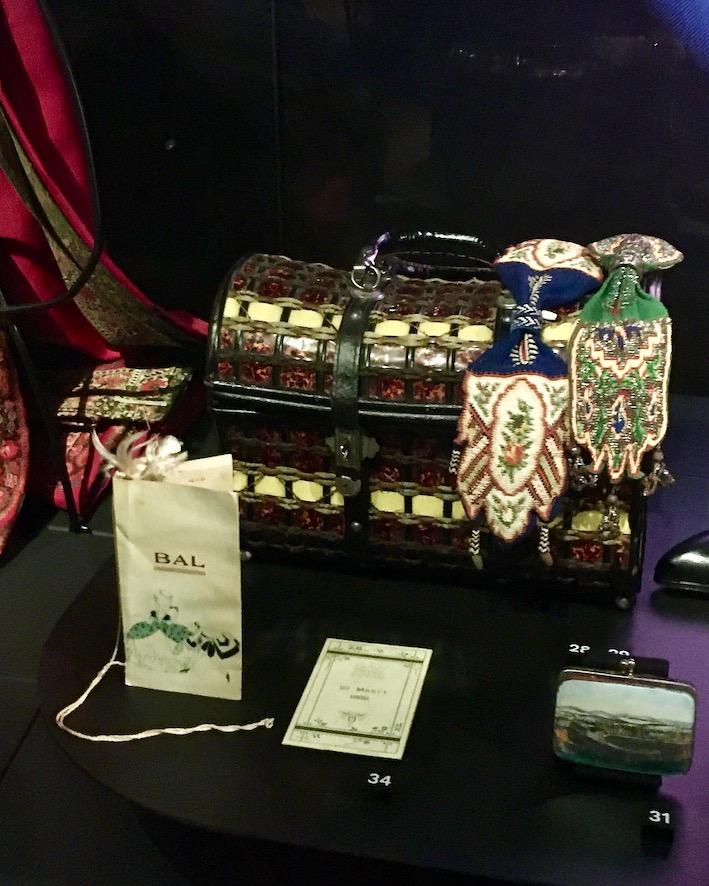 Tassenmuseum Hendrikje Geldkatzen mit Perlen Amsterdam Niederlande