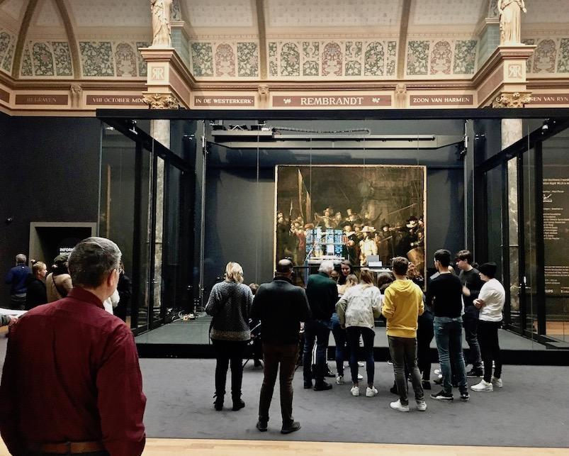 Vor der Nachtwache im Rijksmuseum Amsterdam Niederlande