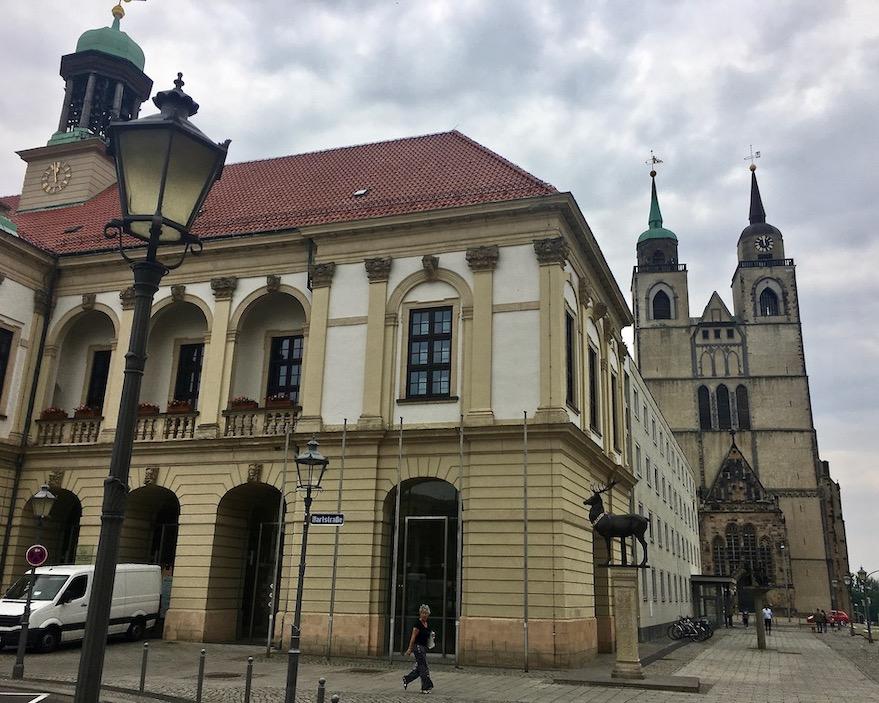 Altes Rathaus und Johanniskirche Magdeburg Deutschland
