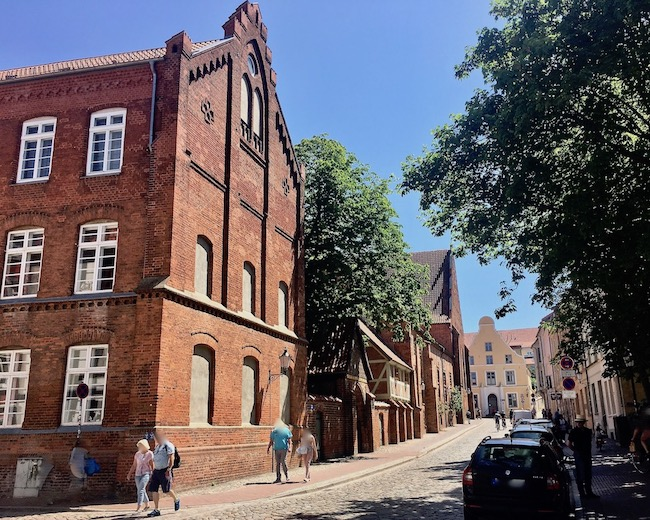 Einfahrtstor zum Hof der Heiligen-Geist-Kirche Wismar Deutschland