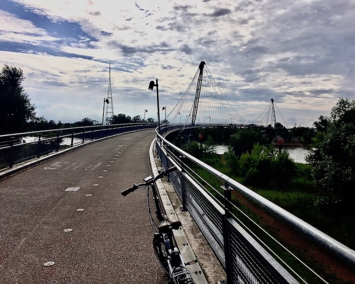 Elberadweg über den Herrenkrugsteg Magdeburg