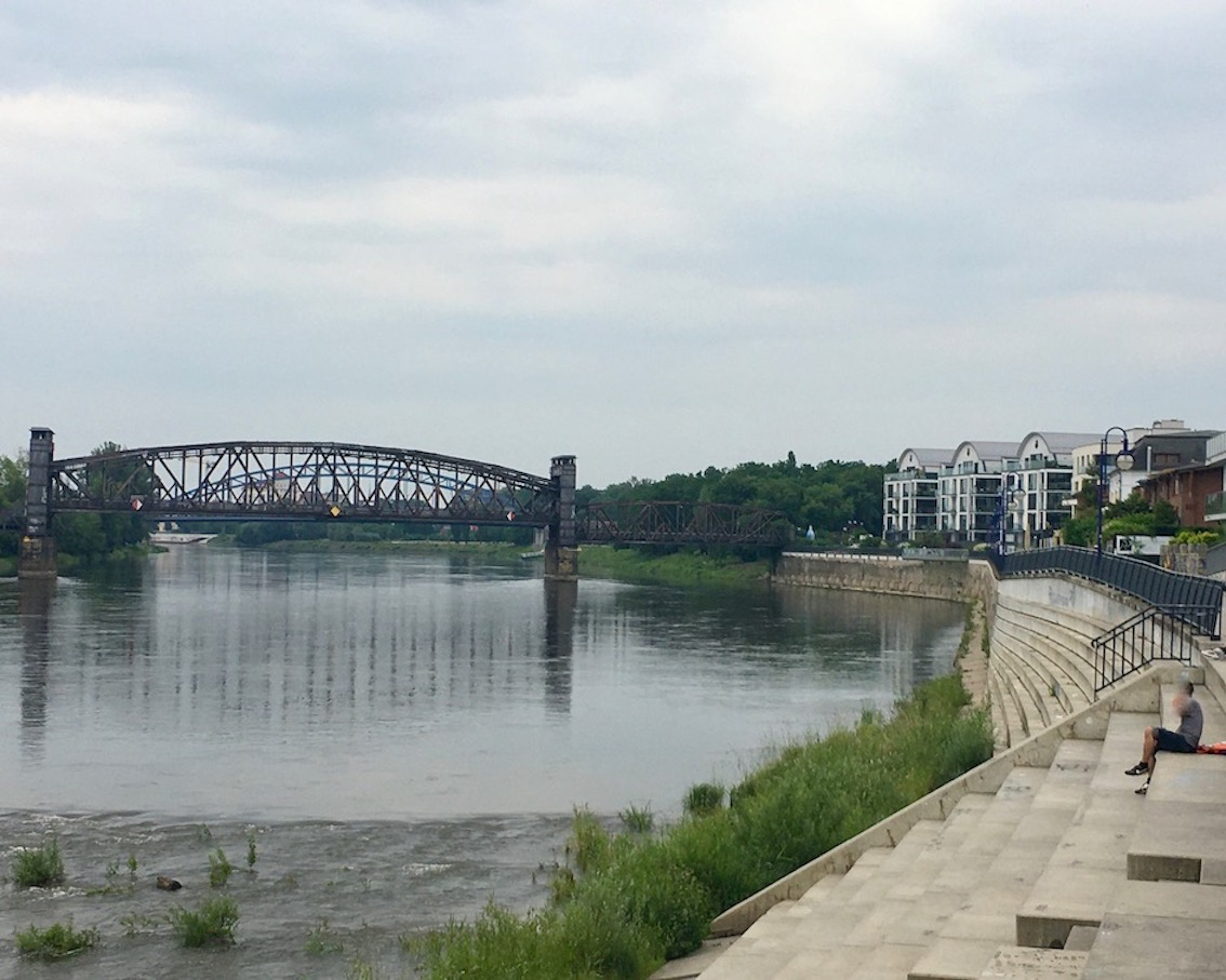 Hubbrücke Elbuferpromenade Magdeburg