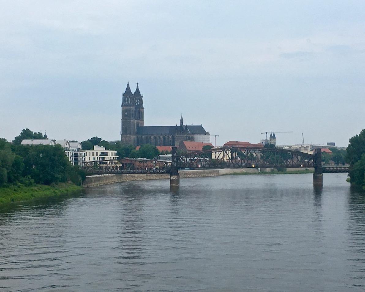 Hubbrücke-Magdeburg Fußgängerbrücke über die Elbe Magdeburg Deutschland