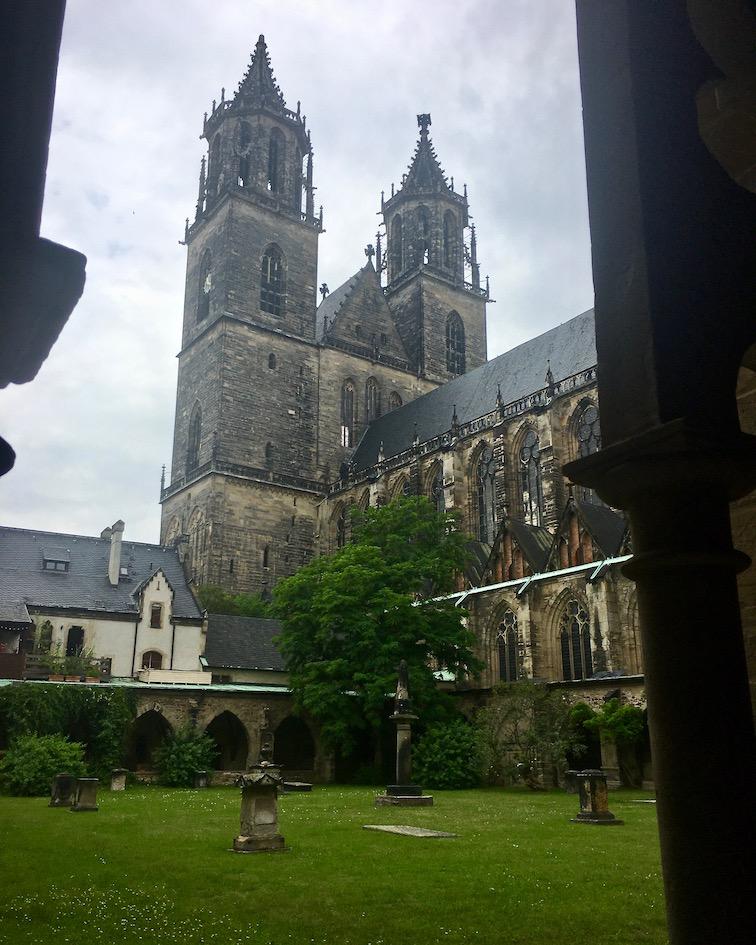 Magdeburger-Dom Domgarten Kreuzgang