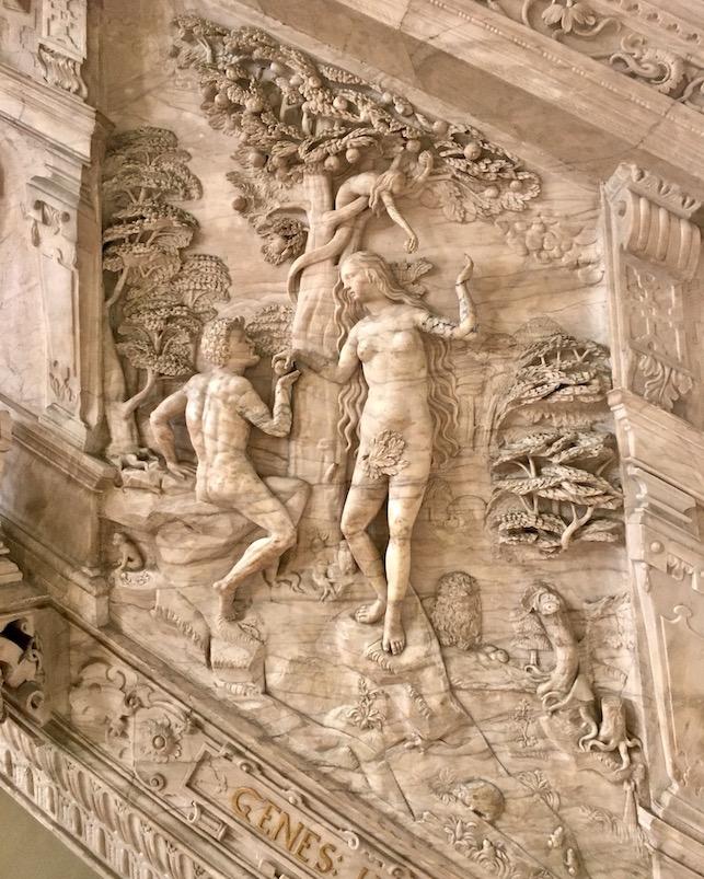 Magdeburger-Dom Renaissance-Kanzel Alabasterkanzel Sündenfall an der Kanzeltreppe