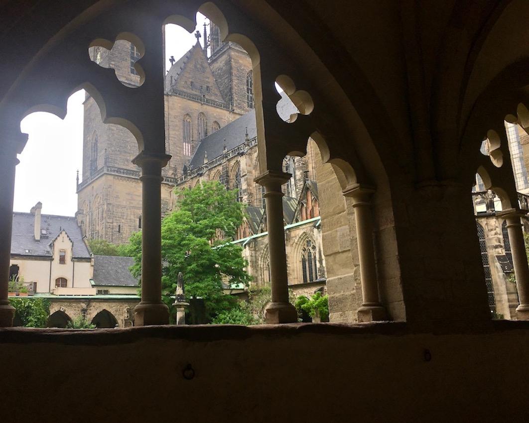 Magdeburger-Dom im Kreuzgang