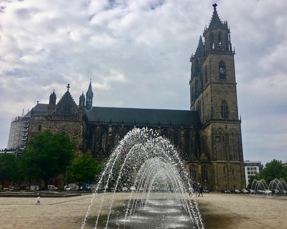 Magdeburger-Dom vom Domplatz Magdeburg Deutschland