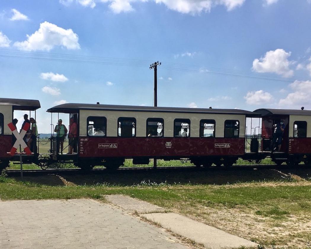 Mecklenburgische-Bäderbahn-Molli mit offenen Waggonwagen