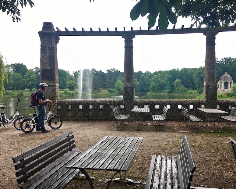 Rotehornpark-Magdeburg Marieninsel-mit-Marientempel im Adolf-Mittag-See Magdeburg Deutschland