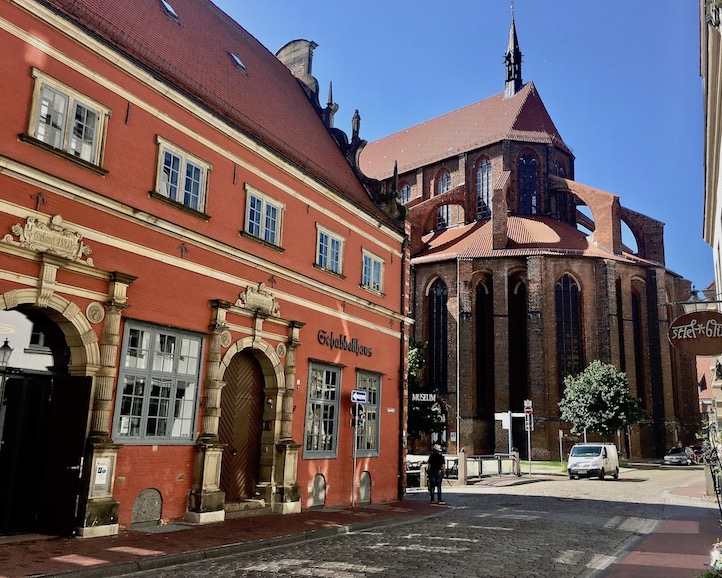 Schabbelhaus und St.Nikolai-Kirche Wismar Deutschland