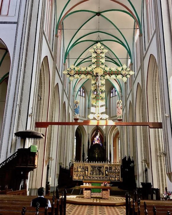 Schweriner Dom Langhaus mit Blick auf den Altar