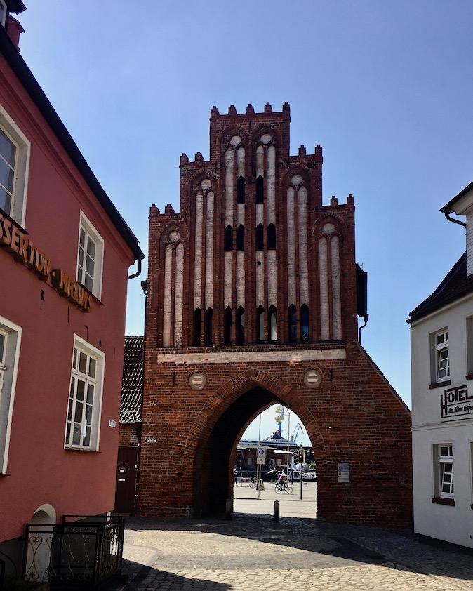 Wassertor zum Hafen Wismar Deutschland