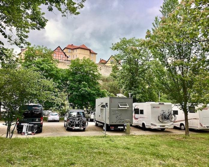 Wohnmobil-Stellplatz in Quedlinburg für mole-on-tour mit Blick zum Münzenberg