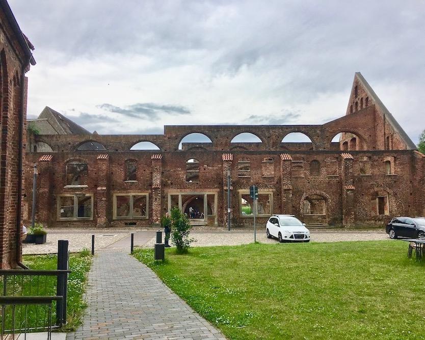 Ausgebranntes Wirtschaftsgebäude Klosteranlage Bad Doberan Deutschland