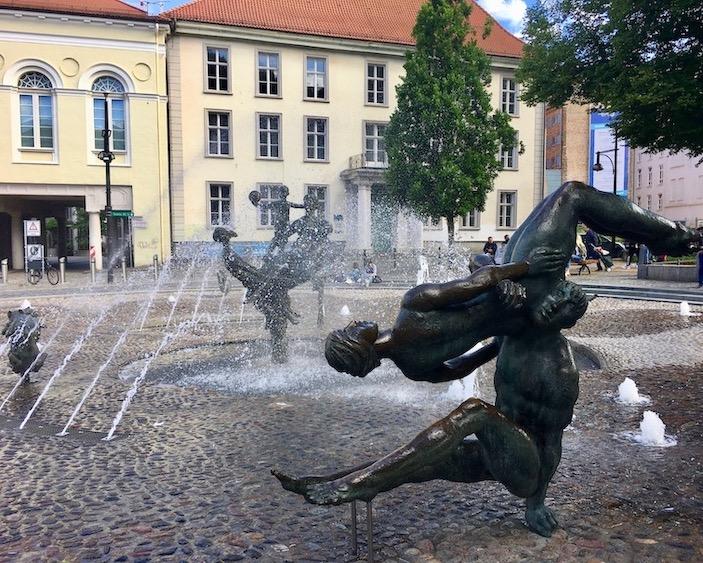 Brunnen-der Lebensfreude Detail Universitätsplatz Rostock Deutschland