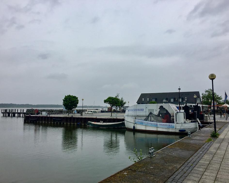 Fischhändler im Ribnitzer-Fischhafen