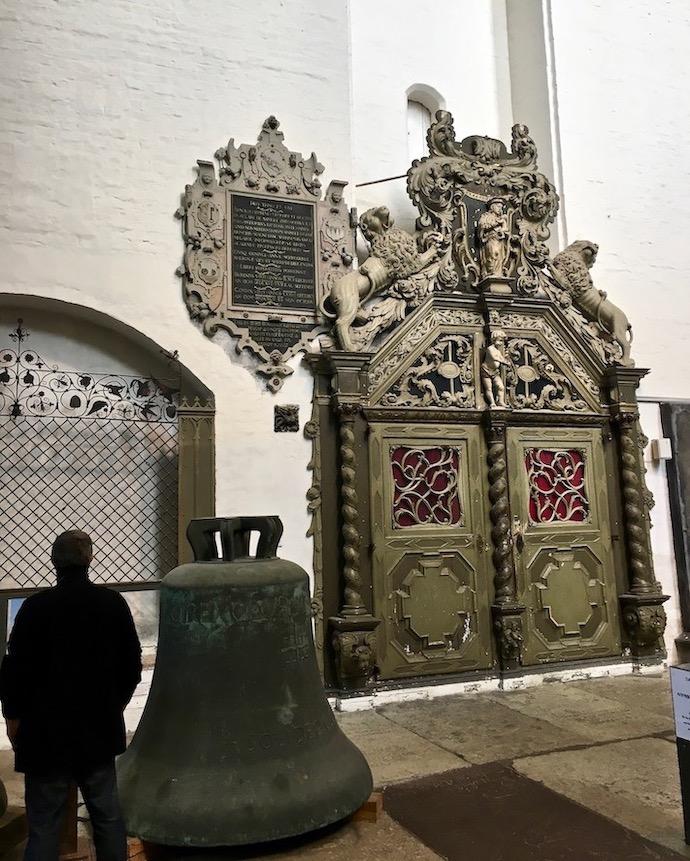 Marienkirche Rostock Eingang südliches Querhaus mit Glocken und Seitenkapellen Deutschland