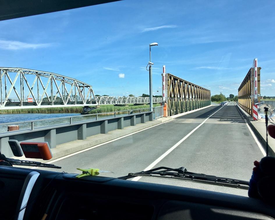 Meiningenbrücke über den Meiningenstrom von der Halbinsel Zingst