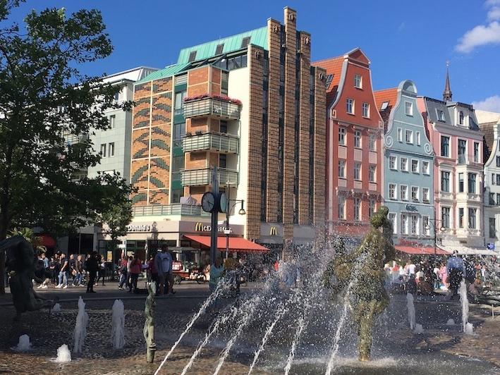 Rostock Brunnen-der-Lebensfreude am Universitätsplatz Rostock Deutschland