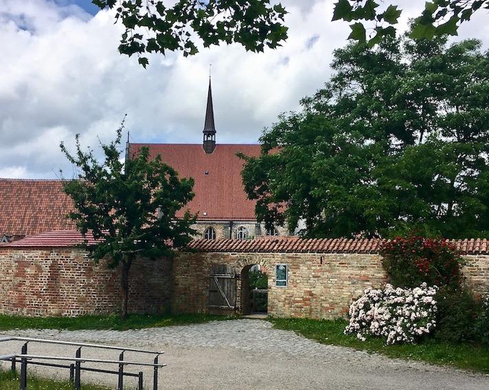Rostock Kloster zum heiligen Kreuz Eingang Klostergarten Rostock Deutschland
