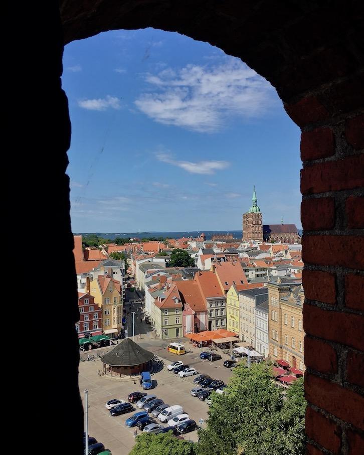 St.Marienkirche Stralsund Ausblick vom Turmrundgang zum Neuen-Markt