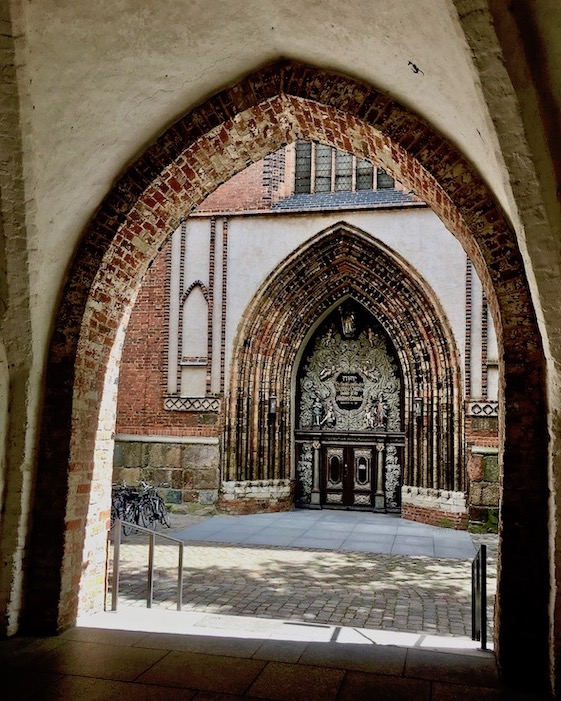 St.Nikolai-Kirche Stralsund Westportal Eingang vom Rathaus Stralsund Deutschland