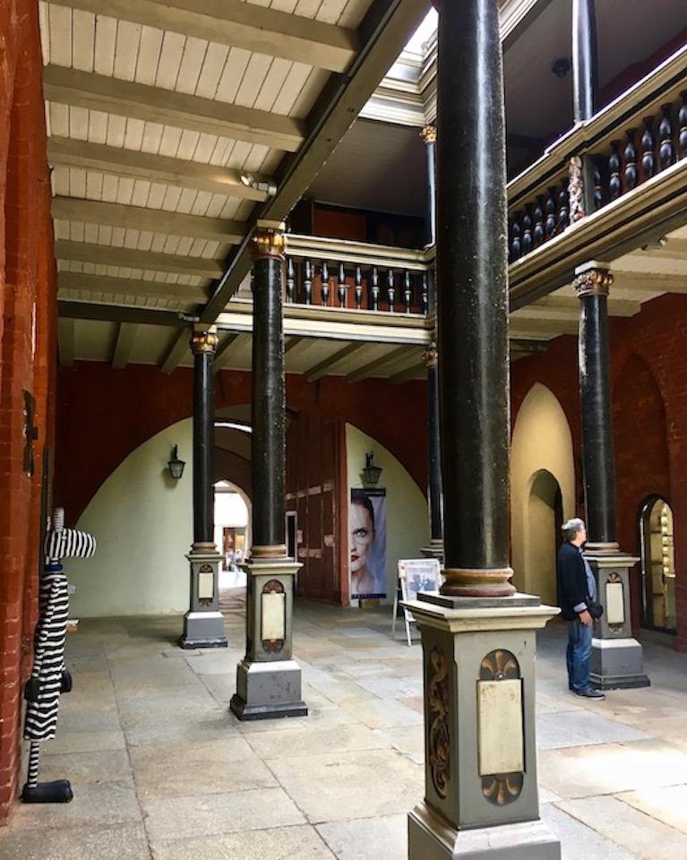 Stralsunder Rathaus Nord-Süd Durchgang mit Gallerie Stralsund Deutschland